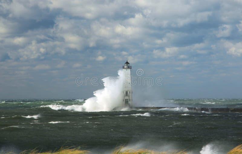 Faro in tempesta fotografie stock