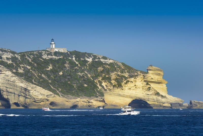Faro vicino alla città di Bonifacio, Corsica fotografia stock libera da diritti