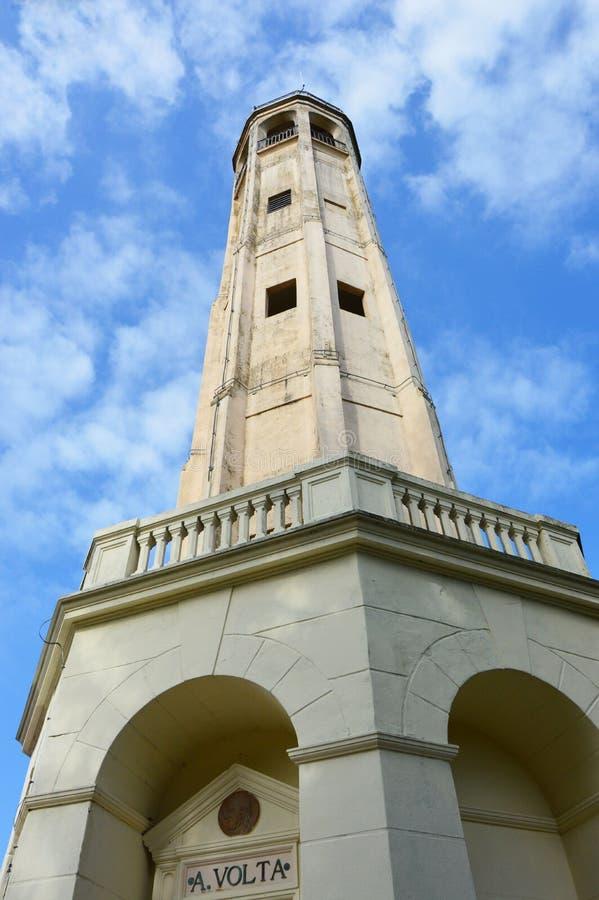 Faro Voltiano ist ein Leuchtturm, der Alessandro Volta, italienischem Physiker und Pionier des Stroms eingeweiht wird, der als gu stockfotos