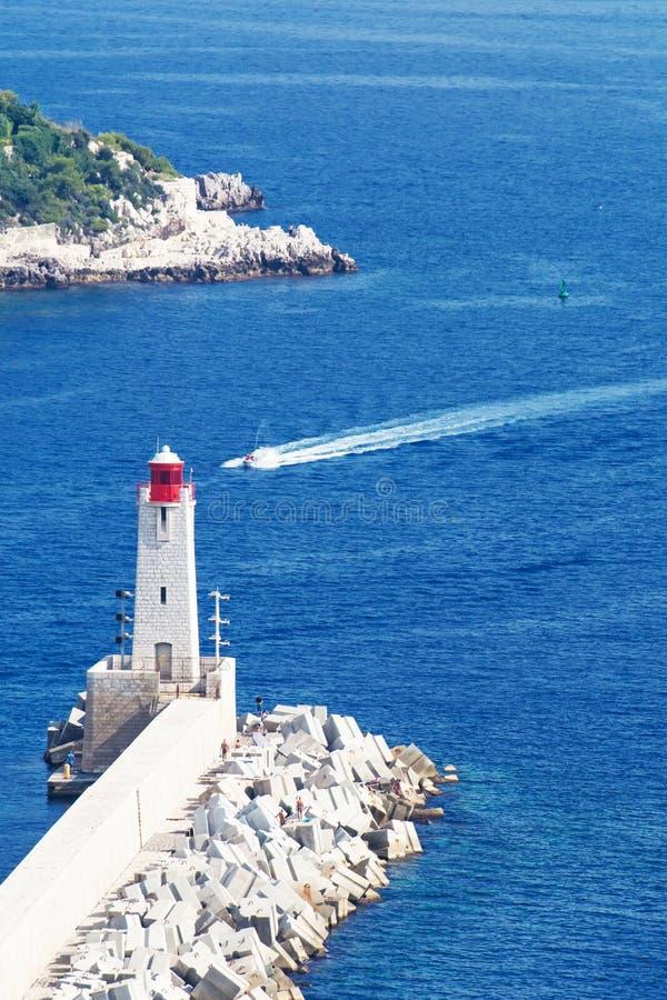 Faro y barco fotografía de archivo libre de regalías
