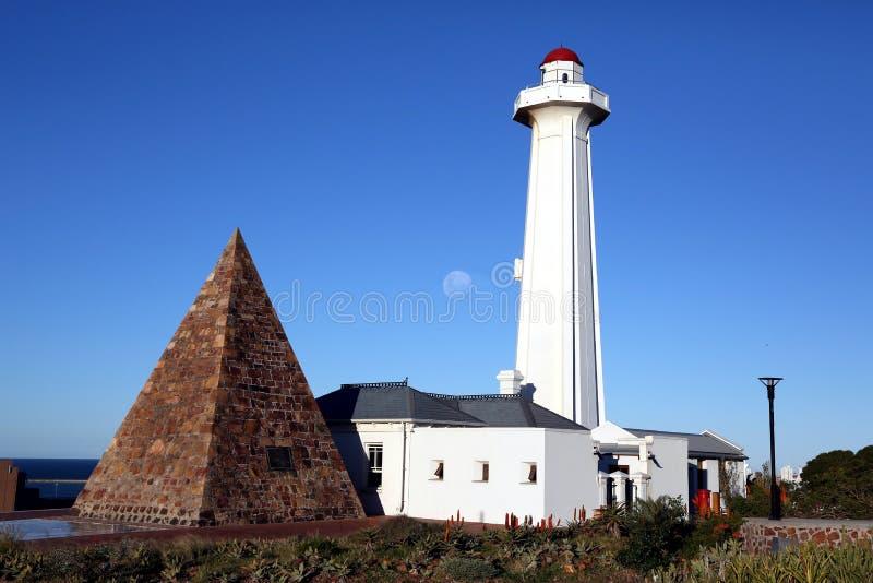 Faro y pirámide de Donkin en Port Elizabeth imagenes de archivo