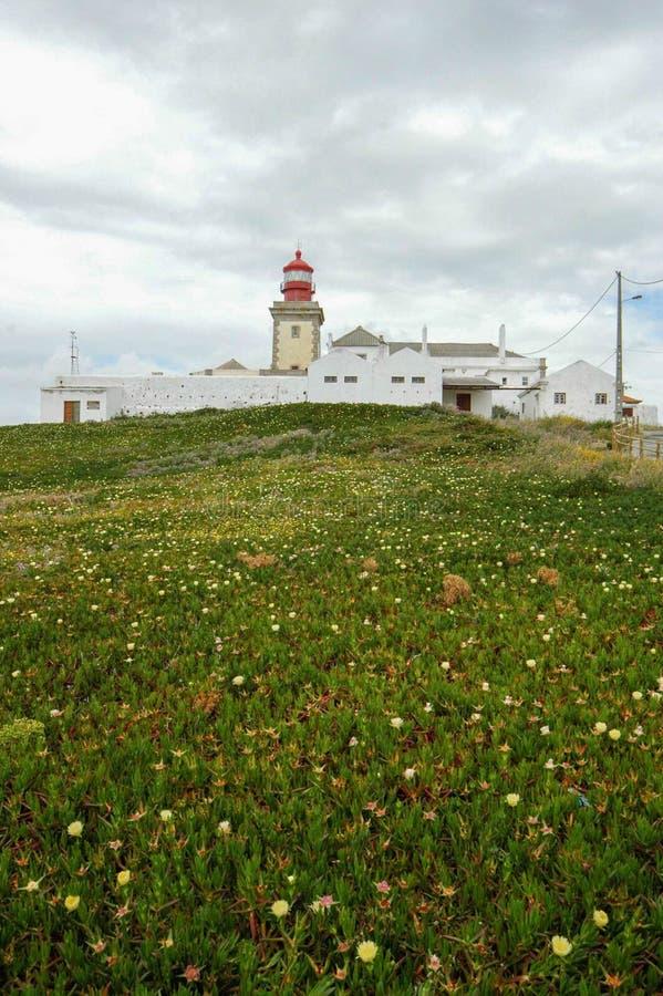Farol делает Cabo da Roca поле & скалы окаймляют ortugal стоковая фотография