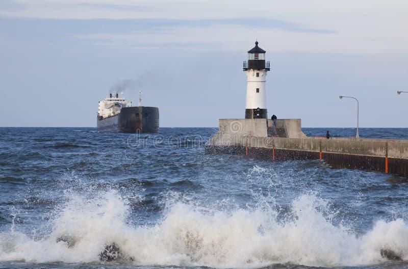 Download Farol & Navio Do Cais De Duluth N Imagem de Stock - Imagem de ondas, cais: 10064913