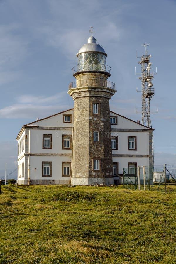 Farol bonito nas Astúrias na Espanha do norte Golfo da Biscaia fotos de stock royalty free