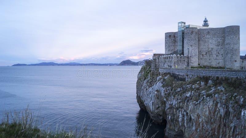 Farol Castro Urdiales do castelo fotografia de stock royalty free