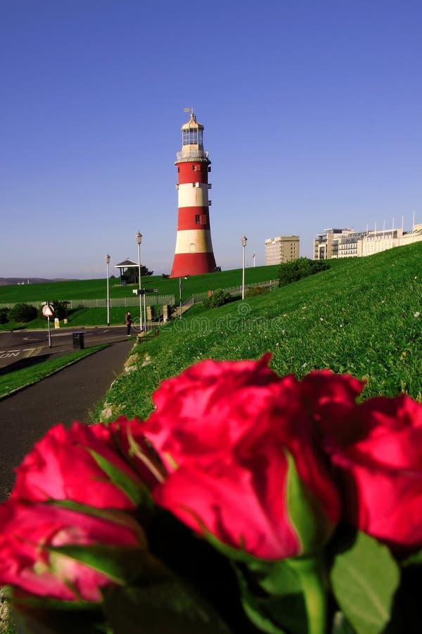 farol com as rosas em Plymouth, Reino Unido fotos de stock
