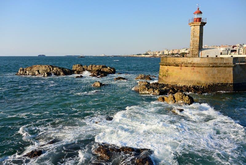 Farol de Φέλγκεϊρας στην ατλαντική ακτή Πόρτο, Πορτογαλία στοκ εικόνες