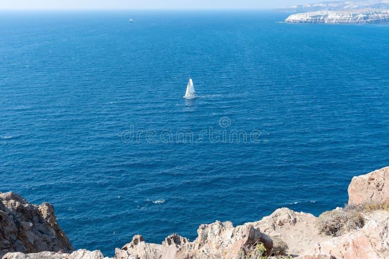 Farol de Akrotiri - ilha de Santorini Cyclades - Mar Egeu - G imagens de stock royalty free