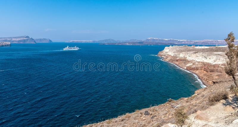 Farol de Akrotiri - ilha de Santorini Cyclades - Mar Egeu - G imagens de stock
