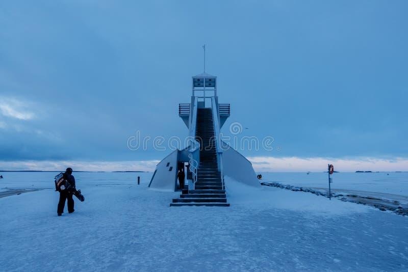 Farol de Nallikari no inverno Oulu, FinlandiaDescrição: Farol de Nallikari no inverno Oulu, Finlandia imagens de stock