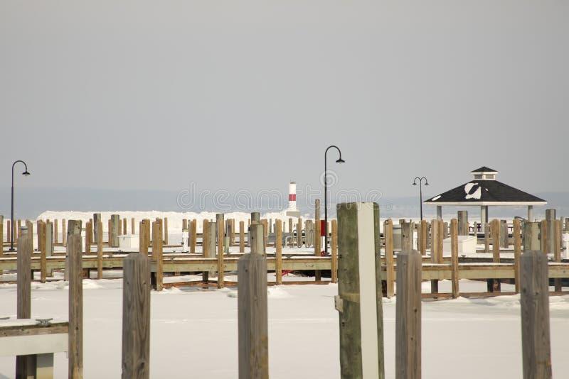 Farol de Petoskey Pierhead e porto, Petoskey, Michigan em w imagens de stock