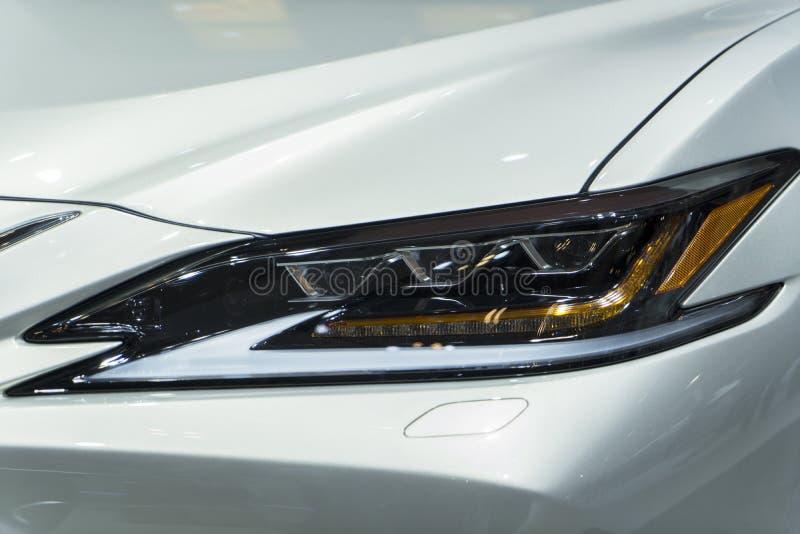 Farol do carro de Lexus ES imagens de stock royalty free
