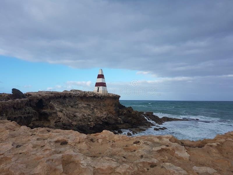 Farol do oceano da praia do curso de Austrália fotos de stock