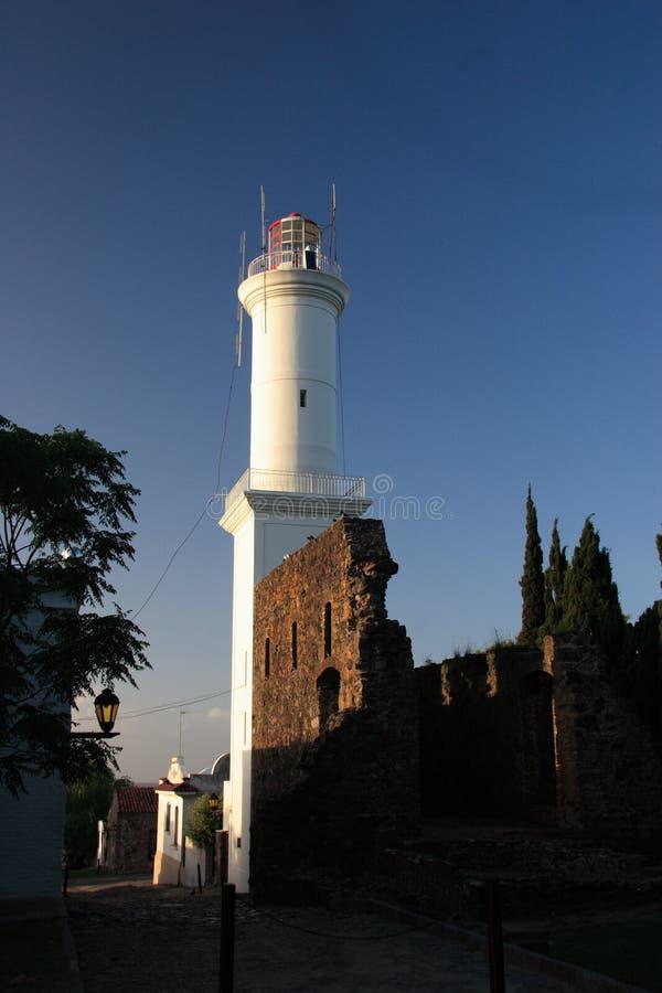 Farol do quarto histórico da cidade do del Sacramento de Colonia, Uruguai imagens de stock