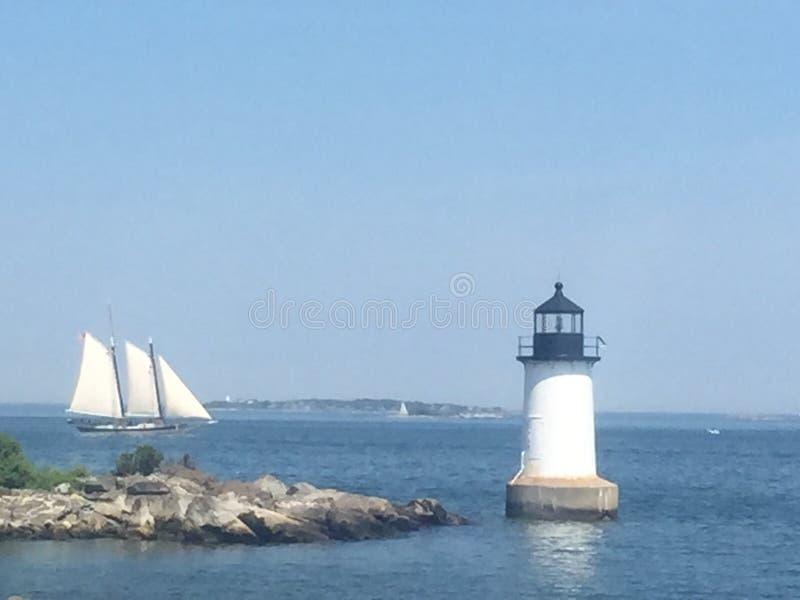 Farol e barco em Salem, Massachusetts imagem de stock royalty free