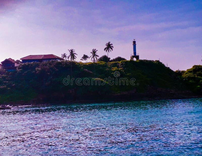 Farol localizado perto de Mirissa Harbor, Sri Lanka imagens de stock