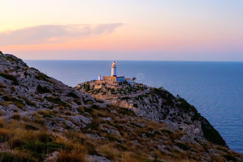 Farol no cabo Formentor na costa de Mallorca norte, Espanha Balearic Island foto de stock royalty free