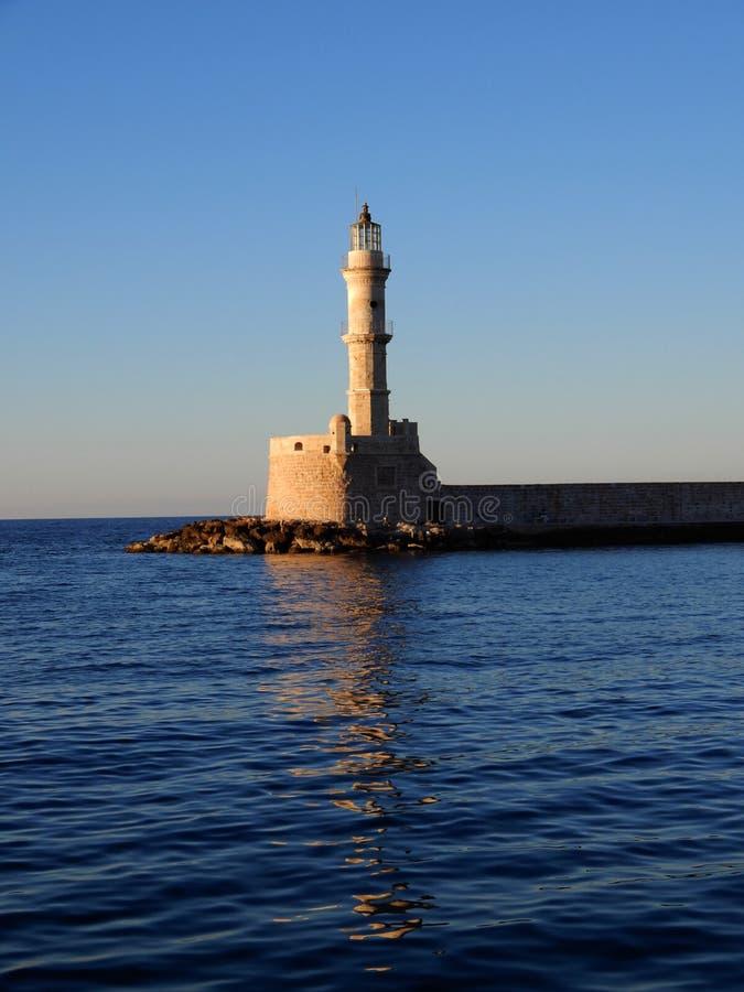 Farol no porto de Chania, Creta, Grécia foto de stock