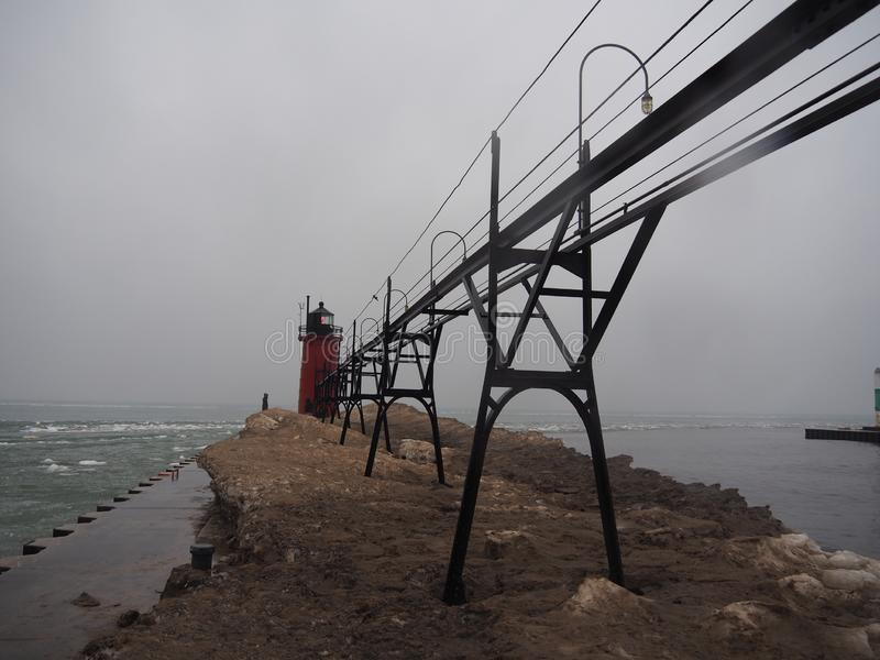 Farol o Lago Michigan congelado no inverno foto de stock