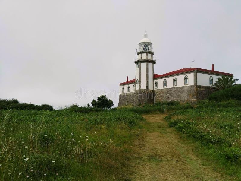 Farol só na ilha de Ons, Galiza imagens de stock royalty free
