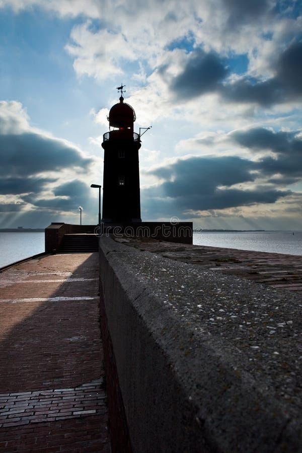 Farol sobre o céu azul em Bremerhaven fotos de stock