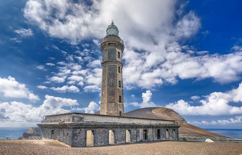 Farol velho da ilha do dos Capelinhos Faial de Ponta, Açores imagem de stock