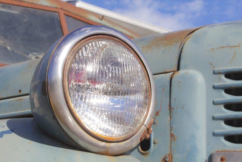 Download Farol velho do caminhão imagem de stock. Imagem de caminhão - 26518535
