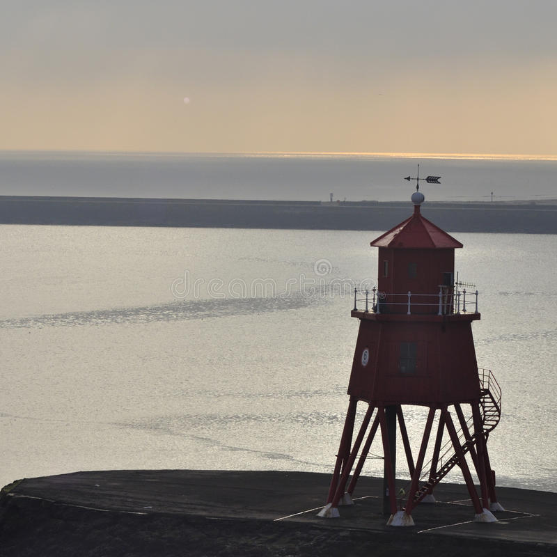 Download Farol vermelho foto de stock. Imagem de inglês, waterfront - 29839724