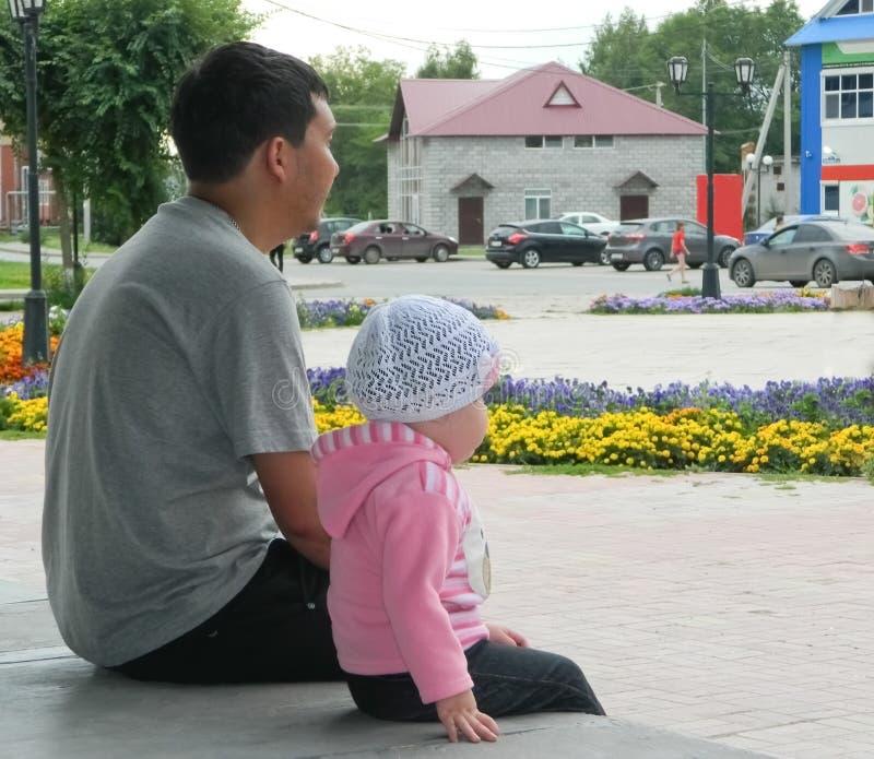Farsa och dotter royaltyfri bild