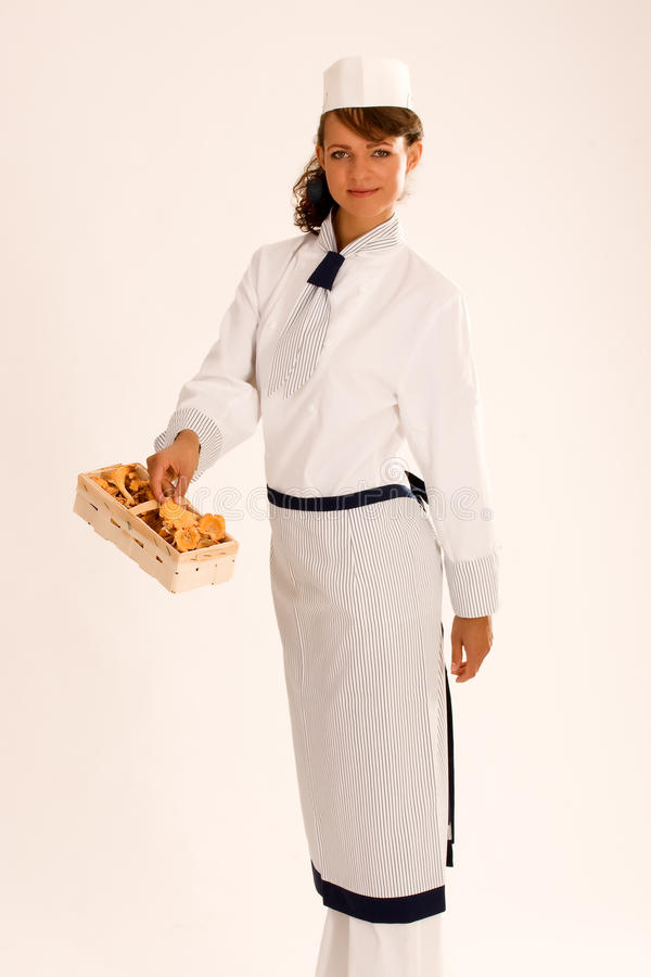 fartucha chanterelles szef kuchni kobieta zdjęcie stock