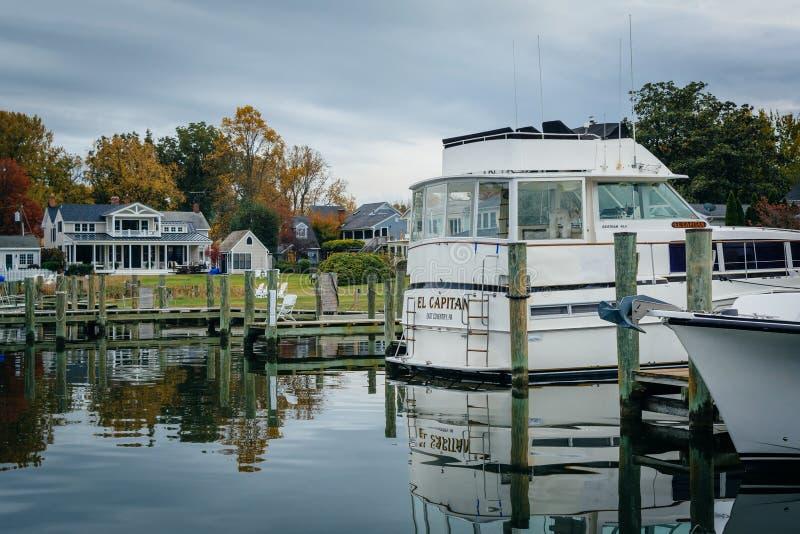 Fartyg anslöt i Miles River, i St Michaels, Maryland royaltyfri foto