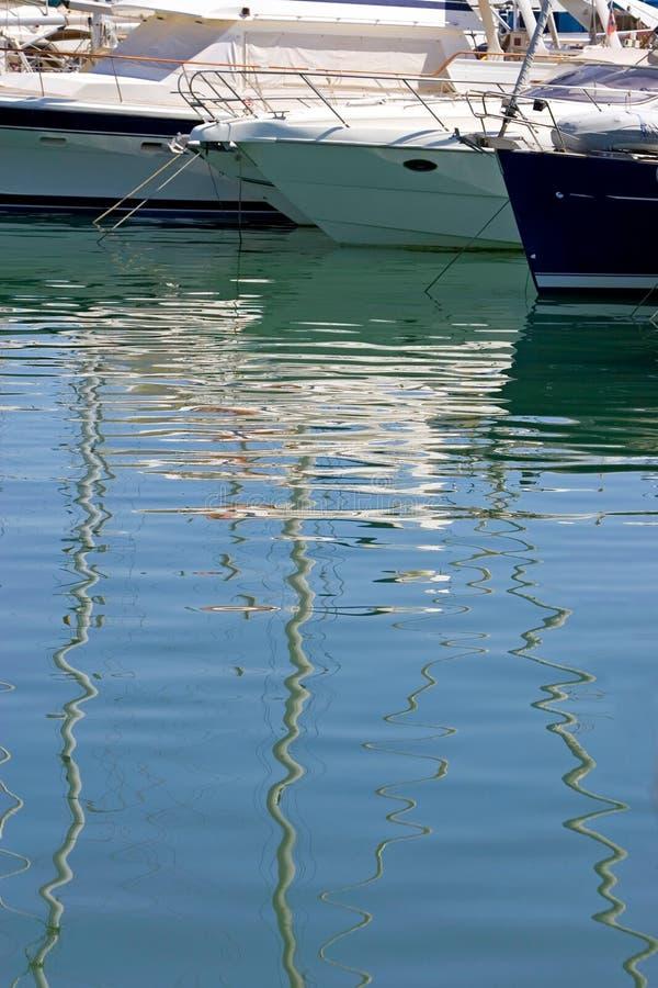 fartyg costa de duquesa förtöjde portspain yachter arkivfoto