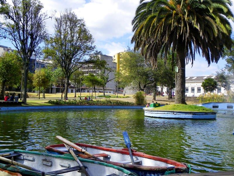 Fartyg för hyra i laen Alameda parkerar, Quito, Ecuador royaltyfri foto
