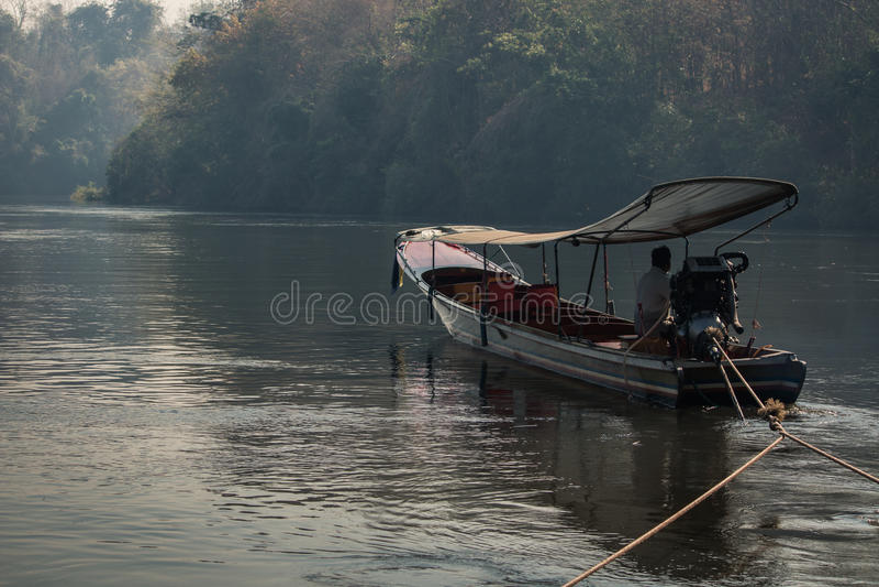 Fartyg för lång svans på floden royaltyfri fotografi