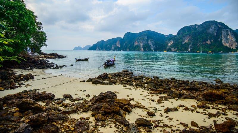 Fartyg för lång svans, tropisk strand, Andaman hav, Thailand arkivfoto