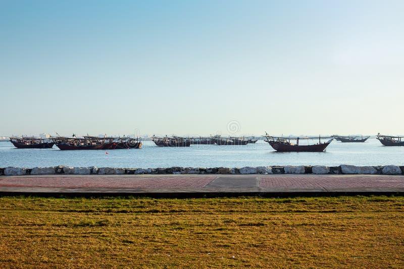 Fartyg för morgontid i sjösida Dammam - Saudiarabien royaltyfri fotografi