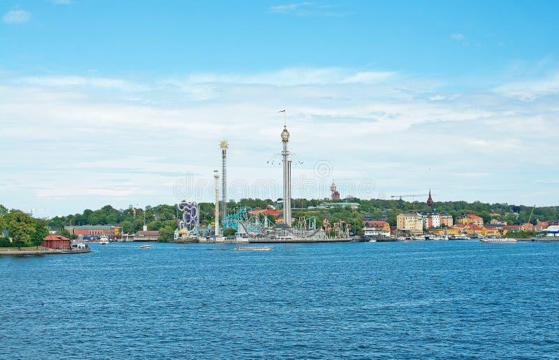 Fartyg för sight och färja för långdistans- lopp på Stad arkivbilder