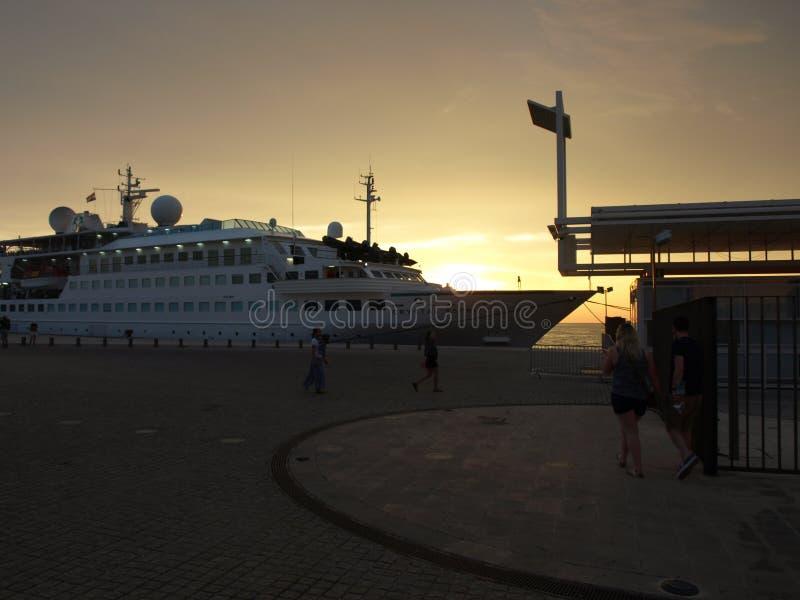 fartyg hav, solnedgång, semester, lopp, fred, familj, erfarenhet, meditation, sjöflygplan arkivbilder