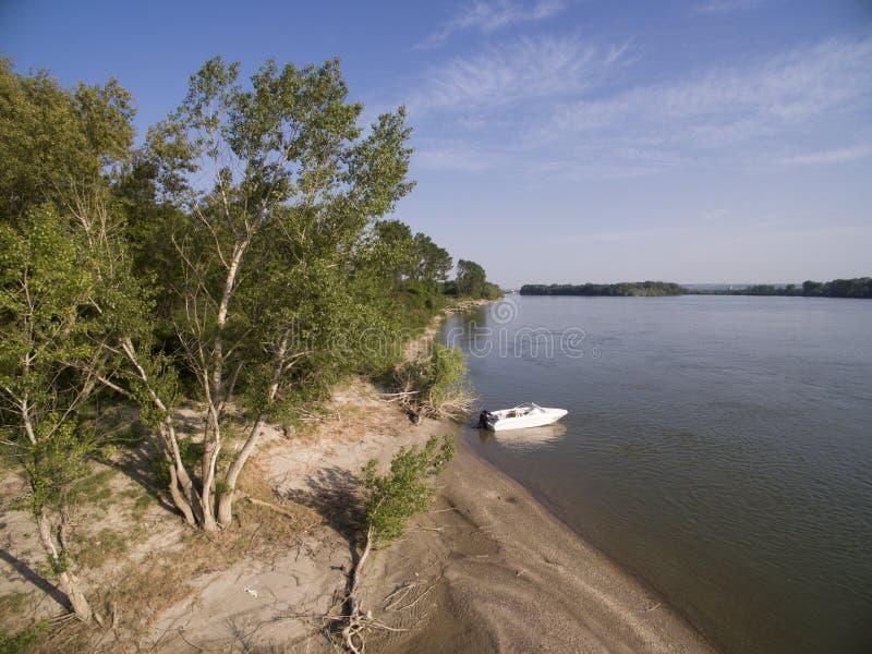 Fartyg i Danube River arkivfoto