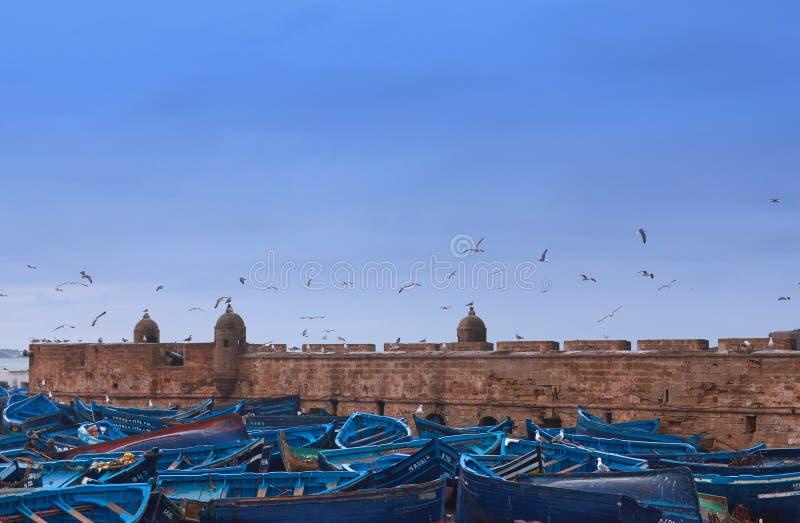 Fartyg i den Essaouira hamnen, Marocko royaltyfri bild
