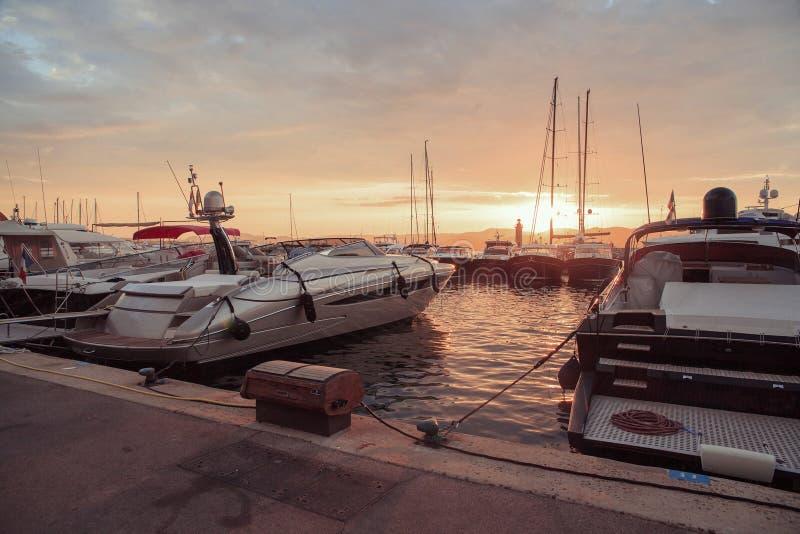 Fartyg i den gamla porten av Saint Tropez, franska Riviera royaltyfria foton
