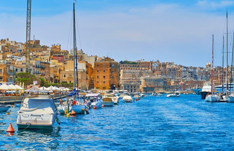 Fartyg i den Vittoriosa marina, Malta arkivbild