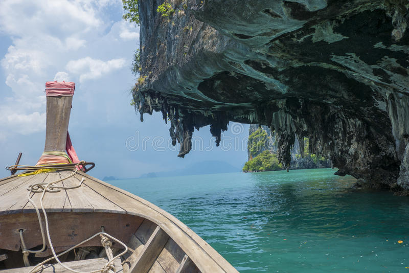 Fartyg i det Andaman havet, Krabi, Thailand arkivfoton