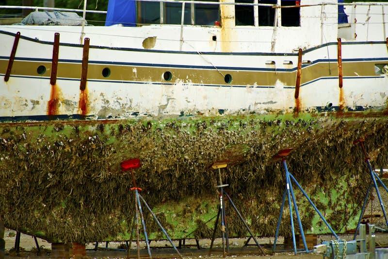 Fartyg i en skeppsdocka arkivbild