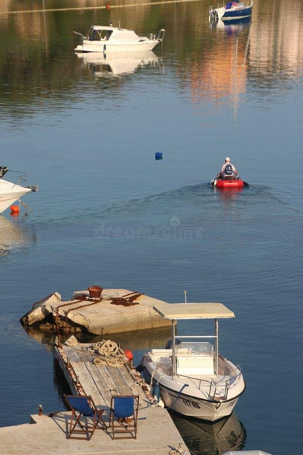 Fartyg i fjärden av Supetarska Draga, Rab ö, Kroatien royaltyfri foto