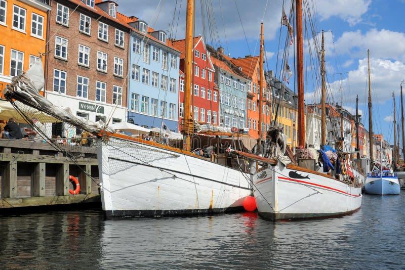 Fartyg i Kobenhavn, Köpenhamn, Danmark royaltyfri foto