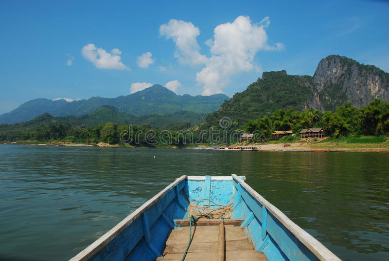 Fartyg i Laos arkivfoton