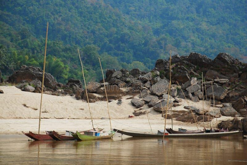 Fartyg i Laos fotografering för bildbyråer