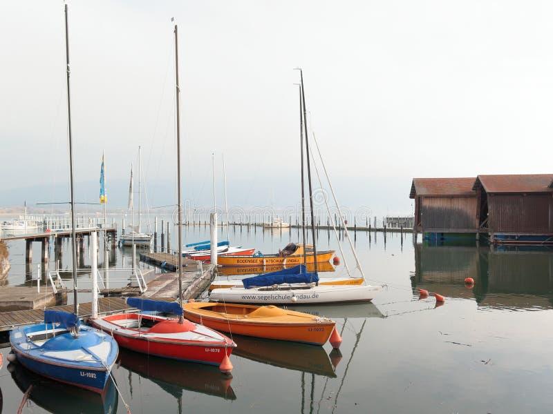 Fartyg i Lindaus hamn, Lindau, Bayern, Tyskland arkivbilder
