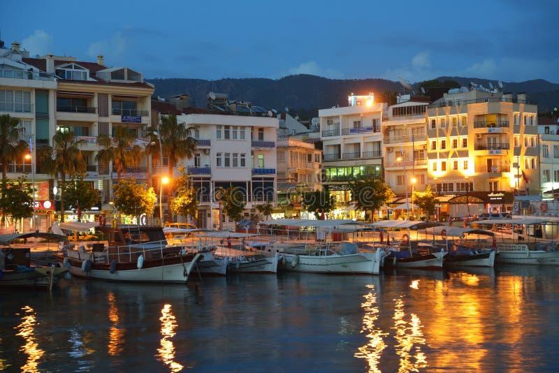 Fartyg i Marmaris, Turkiet i natten arkivbild